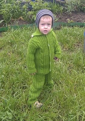 детский костюмчик спицами